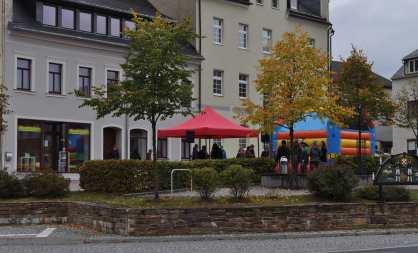 Hutfestival vor Stadteilbüro